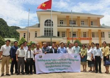 Delegation from Khammouane province of Laos works in Phong Nha – Ke Bang National Park